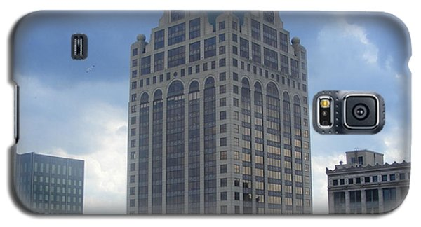 Galaxy S5 Case featuring the photograph Milwaukee Skyline by Nancy Kane Chapman