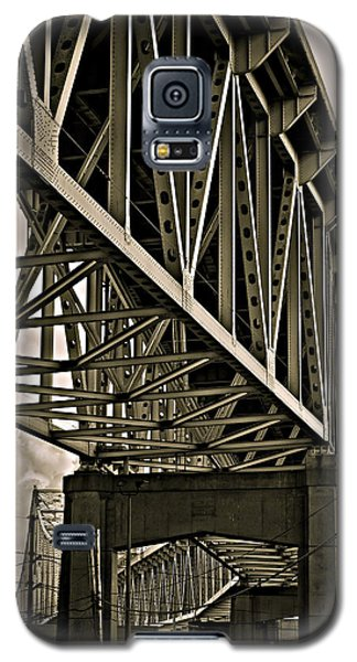 Galaxy S5 Case featuring the photograph Mississippi Truss In New Orleans by Ray Devlin