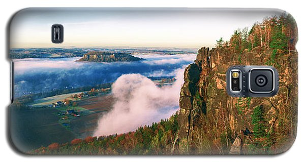 Mist Flow Around The Fortress Koenigstein Galaxy S5 Case