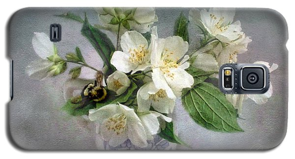 Sweet Mock Orange Blossom Bouquet With Bumble Bee  Galaxy S5 Case by Louise Kumpf