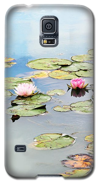 Galaxy S5 Case featuring the photograph Monet's Garden by Brooke T Ryan