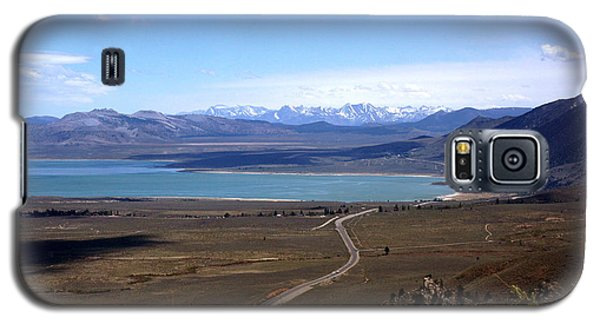 Galaxy S5 Case featuring the photograph Mono Lake And The Sierra Nevada by Thomas Bomstad