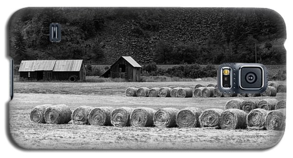 Galaxy S5 Case featuring the photograph Montana Harvest B/w by Vinnie Oakes