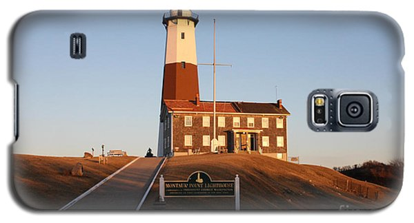 Montauk Lighthouse Entrance Galaxy S5 Case by John Telfer