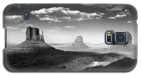 Monument Valley In Black And White Galaxy S5 Case