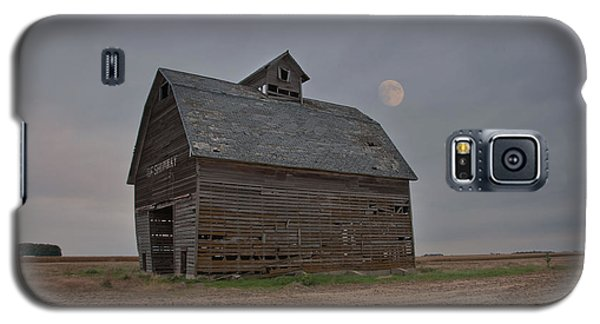 Moon Over Abandoned Iowa Corn Crib Galaxy S5 Case
