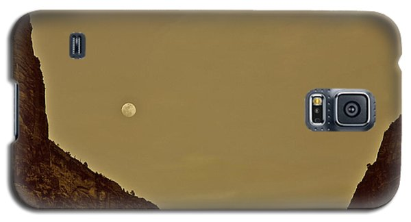 Moon Over Crag Utah Galaxy S5 Case