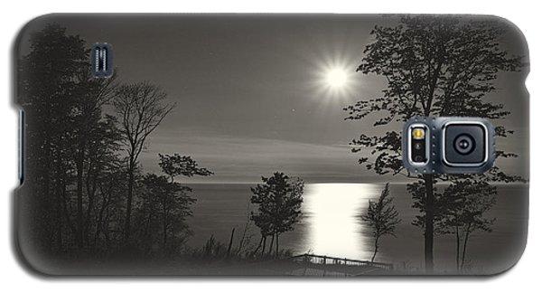 Moon Over Lake Michigan In  Black And White Galaxy S5 Case