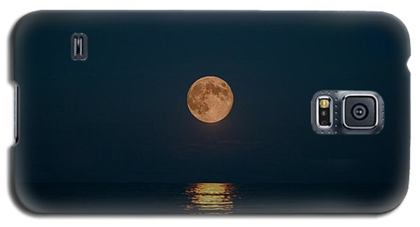 Moon Over Lake Of Shining Waters Galaxy S5 Case by Barbara McMahon