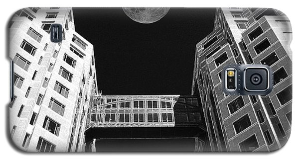 Galaxy S5 Case featuring the photograph Moon Over Twin Towers by Samuel Sheats