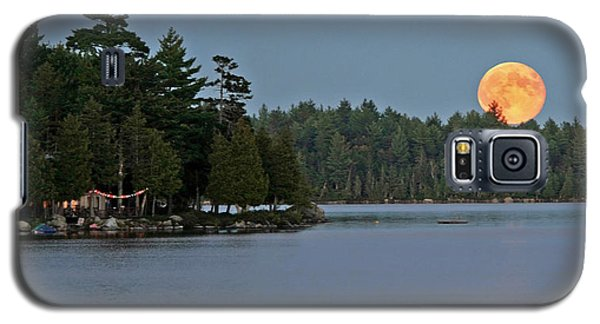 Galaxy S5 Case featuring the photograph Moon Rise At The Lake by Barbara West