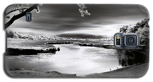 Galaxy S5 Case featuring the photograph Moona Lagoona by Robert McCubbin