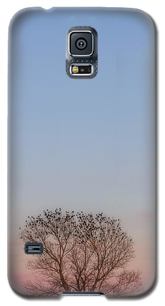 Galaxy S5 Case featuring the photograph Moonrise Over Blackbirds by Rob Graham