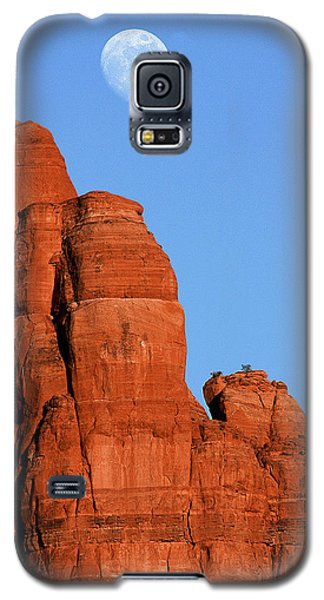 Galaxy S5 Case featuring the photograph Moonrise by Tom Kelly