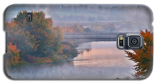 Galaxy S5 Case featuring the photograph Morning Fog by Lynn Hopwood