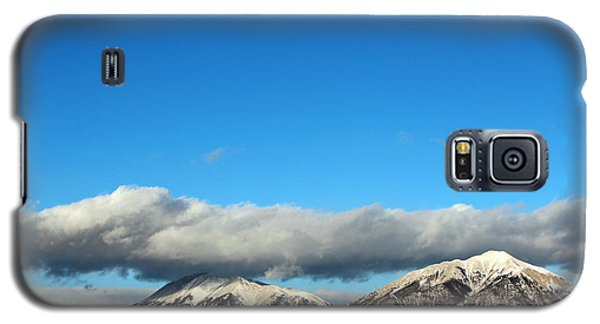 Galaxy S5 Case featuring the photograph Morning Moon Over Spanish Peaks by Barbara Chichester