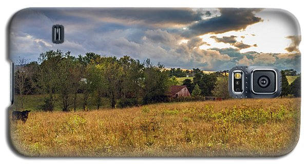 Morning On The Farm One Galaxy S5 Case by Ken Frischkorn
