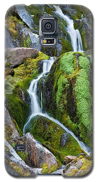 Mossy Waterfall At Snow Lake Galaxy S5 Case by Jeff Goulden