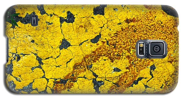 Motor Oil On Yellow Galaxy S5 Case by Robert Knight