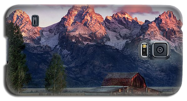 Galaxy S5 Case featuring the photograph Moulton Barn by Leland D Howard