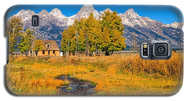 Galaxy S5 Case featuring the photograph Moulton Homestead by Greg Norrell