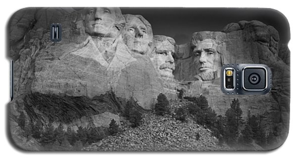 Mount Rushmore South Dakota Dawn  B W Galaxy S5 Case by Steve Gadomski