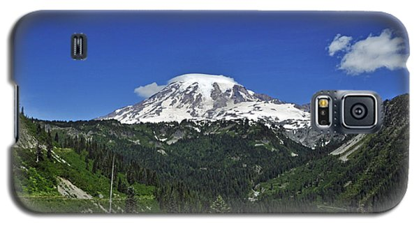 Mt Rainier Between The Valley Galaxy S5 Case