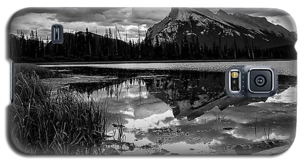Mt. Rundle Reflection Galaxy S5 Case