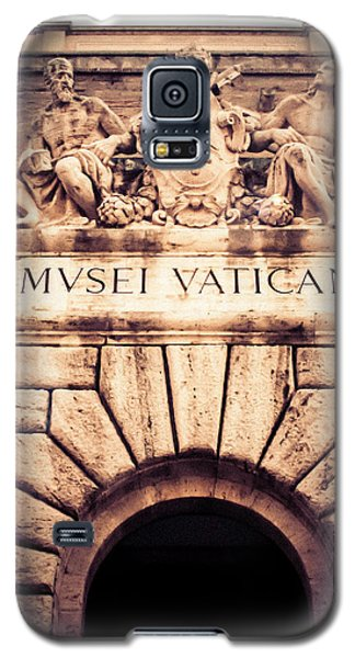 Galaxy S5 Case featuring the photograph Musei Vaticani Uscita by Rob Tullis