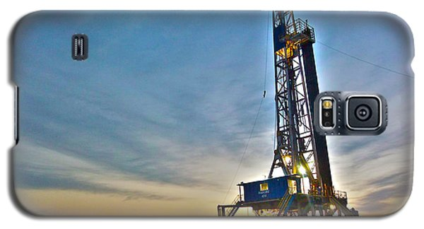 Galaxy S5 Case featuring the photograph Nabors Rig In West Texas by Lanita Williams