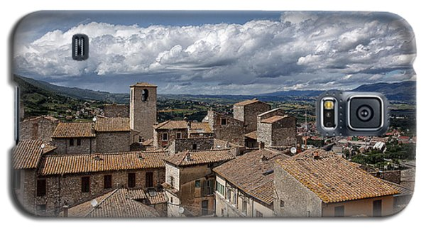 Galaxy S5 Case featuring the photograph Narni Roof Tops by Uri Baruch