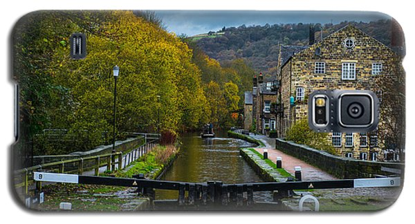 Narrow Boat Heading Up The Canal In The Fall Galaxy S5 Case