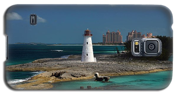 Galaxy S5 Case featuring the photograph Nassau Harbour Lighthouse by Bill Swartwout