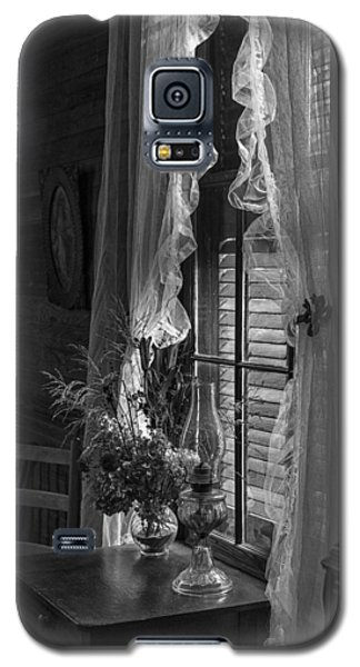 Native Flowers In Vase And Ruffled Curtains Galaxy S5 Case