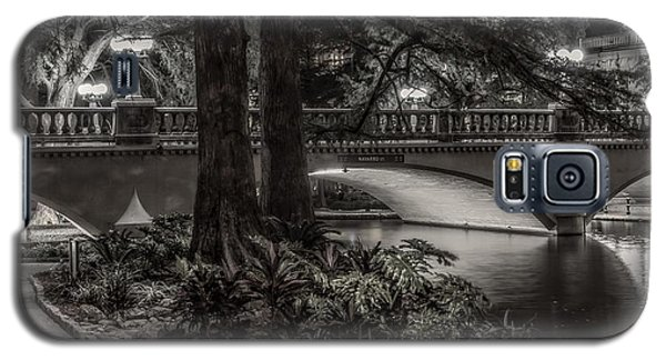 Galaxy S5 Case featuring the photograph Navarro Street Bridge At Night by Steven Sparks