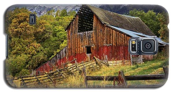 Galaxy S5 Case featuring the photograph Neff- Hardman Barn by Priscilla Burgers