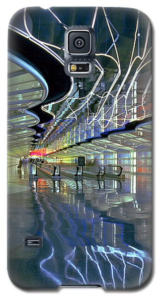 Neon Walkway At Ohare Galaxy S5 Case