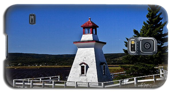 Galaxy S5 Case featuring the photograph New Brunswick Lighthouse by Shirley Mangini