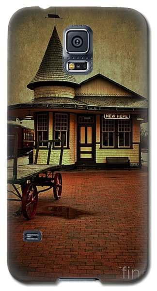 Galaxy S5 Case featuring the photograph New Hope Ivyland Train Station by Debra Fedchin