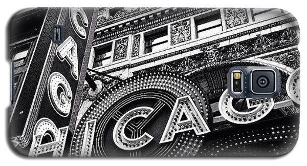 Architecture Galaxy S5 Case - Chicago Theatre Sign Black And White Photo by Paul Velgos