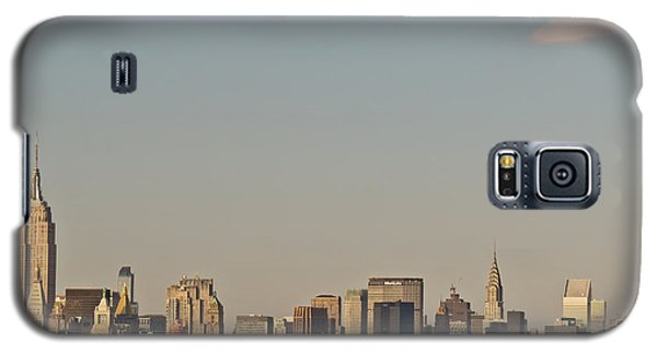 Galaxy S5 Case featuring the photograph New York Skyline by Kerri Farley