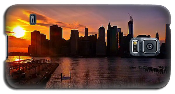 New York Skyline Sunset -- From Brooklyn Heights Promenade Galaxy S5 Case by Mitchell R Grosky