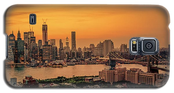 City Sunset Galaxy S5 Case - New York Sunset - Skylines Of Manhattan And Brooklyn by Vivienne Gucwa
