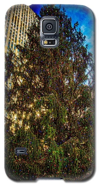 Galaxy S5 Case featuring the photograph New York's Holiday Tree by Chris Lord