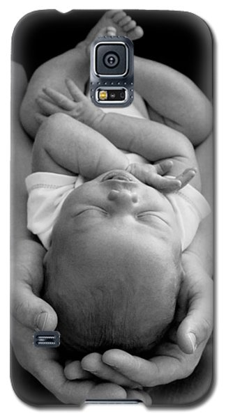 Newborn In Arms Galaxy S5 Case by Lisa Phillips