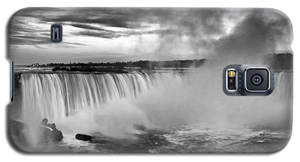 Niagara Falls Black White Galaxy S5 Case by Charline Xia