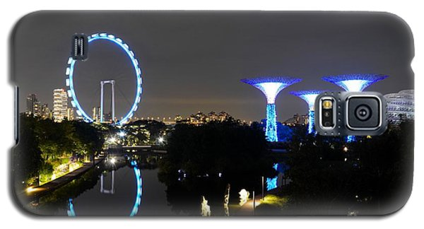 Night Shot Of Singapore Flyer Gardens By The Bay And Water Reflections Galaxy S5 Case