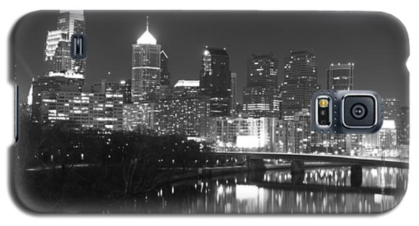 Galaxy S5 Case featuring the photograph Nighttime In Philadelphia by Alice Gipson