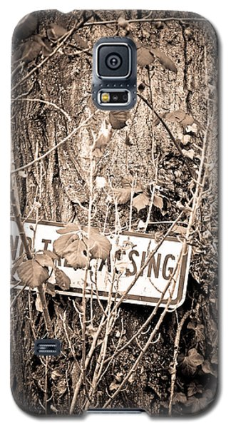 Galaxy S5 Case featuring the photograph No Trespassing by Erin Kohlenberg