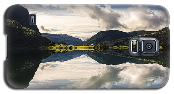 Galaxy S5 Case featuring the photograph Norschach by Justin Albrecht